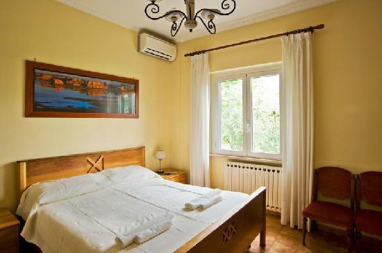 La Tana dei Lupi: Una delle meravigliose camere questa in particolare dove abbiamo dormito io e mio figlio