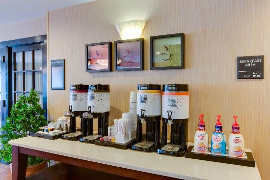 Hampton Inn Bellevue / Nashville-I-40-West: Coffee Station