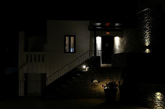 Krinos Suites Hotel: Krinos at night