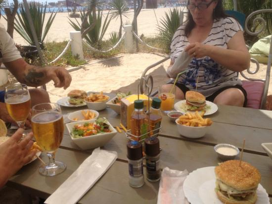 Kalu Beach Bar: Burgers a bit better than these big Chains