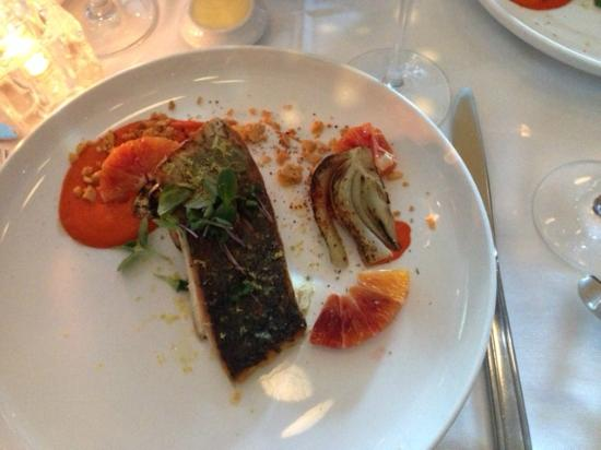 Oval Room: I think the plate was too big for the portion. Fish was well cooked but not outstanding.