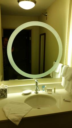 SpringHill Suites St. Louis Chesterfield : vanity area