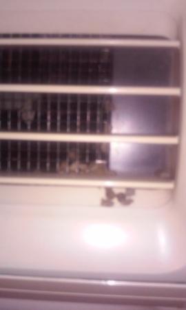 Hampton Inn Asheboro : Nasty vent in room 127