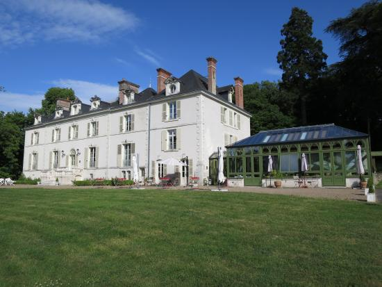 Chateau de La Rozelle : View from the expansive front lawn of the estate.
