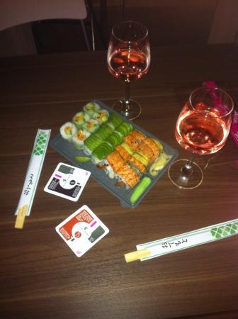 Planet Sushi : Makislim chiken satay/ Avocadotop saumon / Tiger