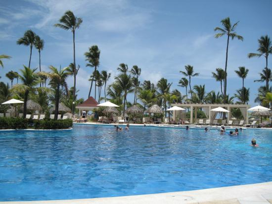 Luxury Bahia Principe Ambar Blue Don Pablo Collection: massive swimming pool
