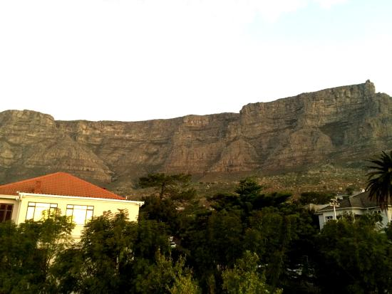 Abbey Manor Luxury Guesthouse: Table Mountain from Abbey Manor