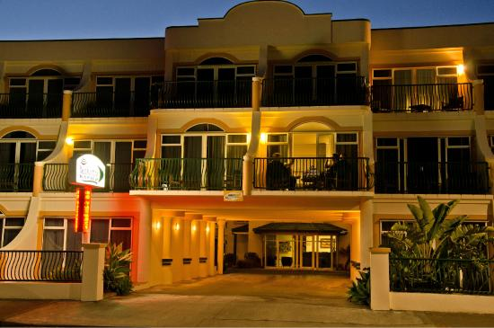 Beach Front Motel Napier : Enjoy your balcony in the evenings