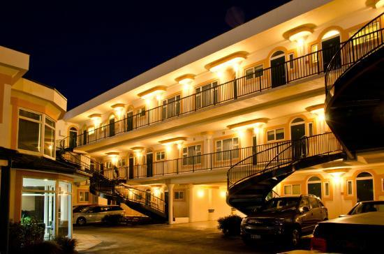 Beach Front Motel Napier : Rear Access to Ocean Facing Rooms