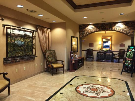 Holiday Inn Express Hotel & Suites Las Cruces: Lobby