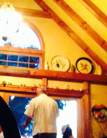 Suzanne Fine Regional Cuisine: The lovely half-timbered/vaulted and very charming dining room..