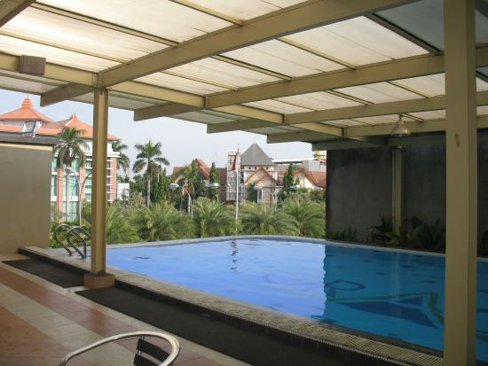 Grage Hotel Cirebon: Kolam Renang Semi Outdoor Di Lantai 2