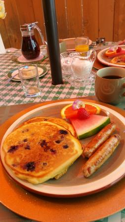 Dogwood Bed and Breakfast : Blueberry pancakes to die for!