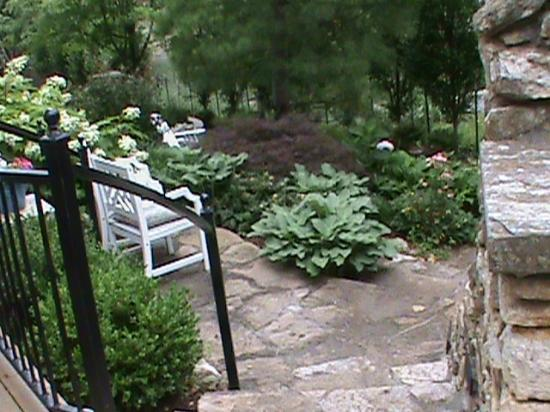 Southmoreland on the Plaza: beautiful garden area