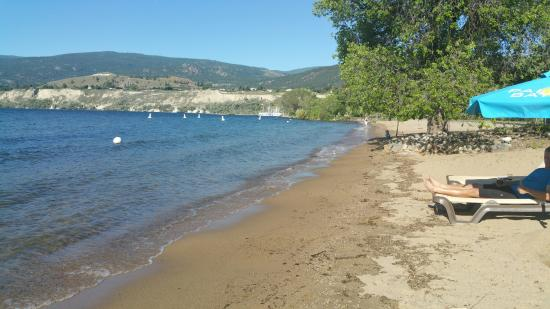 Penticton Lakeside Resort Convention Centre & Casino: Private beach
