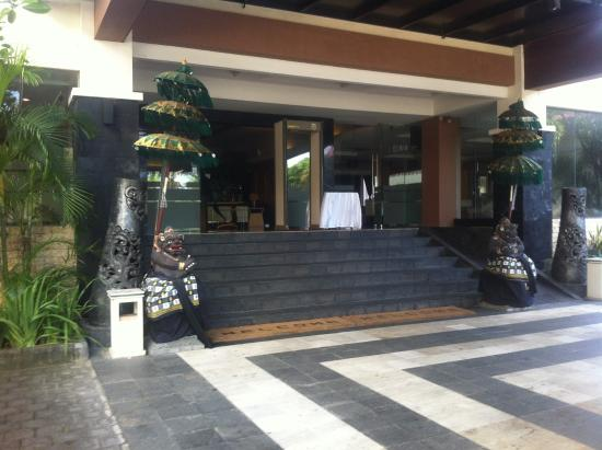 Harrads Hotel Convention and SPA: Hotel entrance
