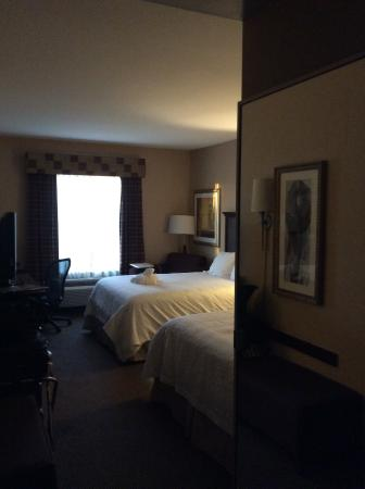 Hampton Inn & Suites Sacramento-Airport-Natomas: Second floor outside/parking lot side room