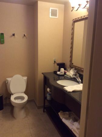Hampton Inn & Suites Sacramento-Airport-Natomas: Second floor outside/parking lot side room