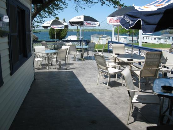 Sunny Bank Restaurant: Patio seating, view of St Lawrence, Carlton Island and Wolfe Island