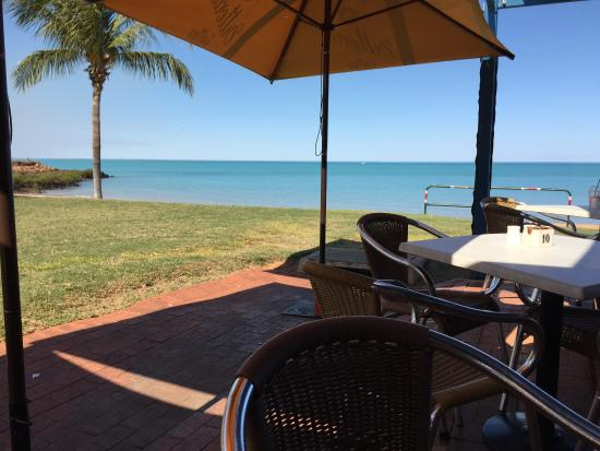 Town Beach Cafe: Taking a break for lunch - getting me a steak sarnie :)