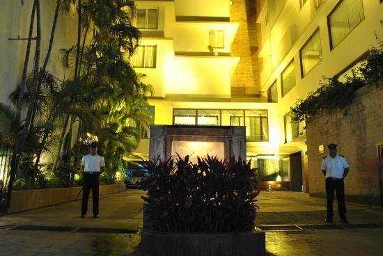 Dynasty Hotel: Porch