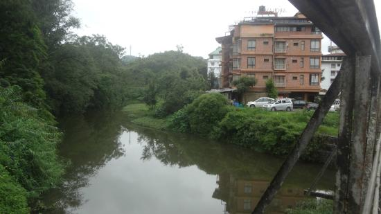 Archana Residency Munnar: Hotel on bank of the canal
