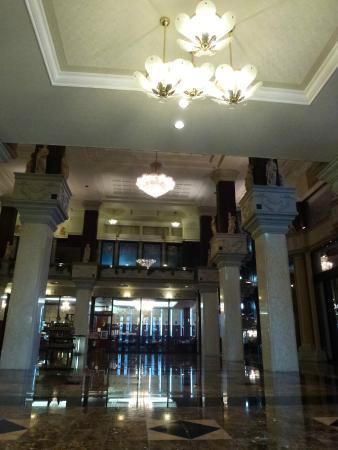 Atonpalace Hotel: ロビー