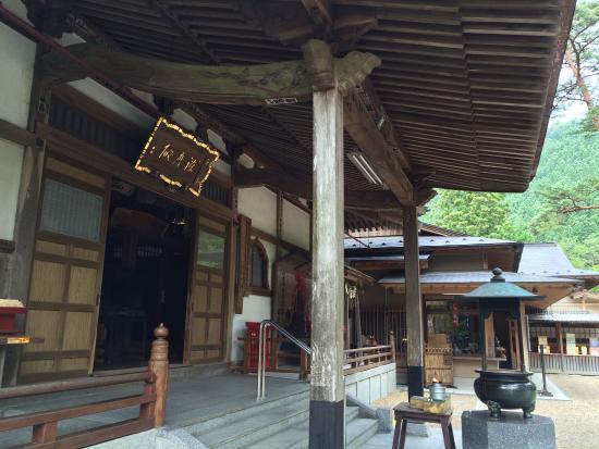 Tanagura-machi, Jepang: 長くて情緒のある参道と本堂、そして荘厳な奥之院