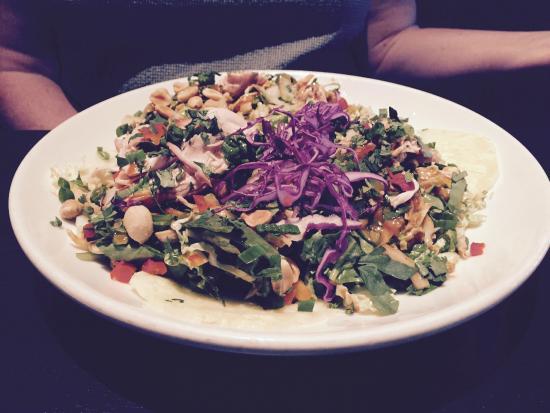 Doolittles Woodfire Grill : Thai chicken salad