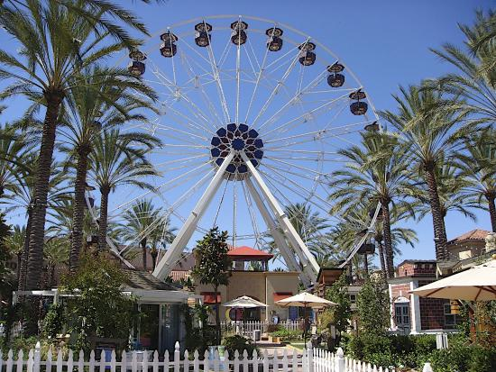‪Giant Wheel at Irvine Spectrum Center‬