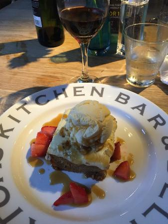 Mortons Kitchen Bar and Deli: Amazing delightful dessert !