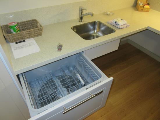 Bayswater, Nowa Zelandia: Kitchen has a dishwasher!