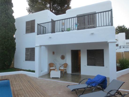 Cabau S'Argamassa Villas: achterzijde villa, 2 kamers boven met gemeenschappelijk terras