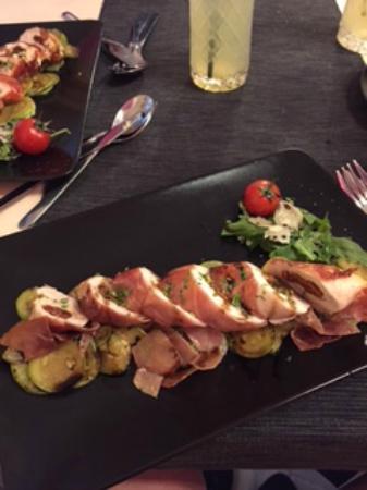 Biomediterraneo Bistro & Marché: Stuffed chicken wrapped in proccuitto over zucchini