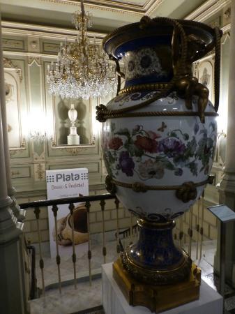 Museo Nacional de Artes Decorativas : Stiegenaufgang mit Vase