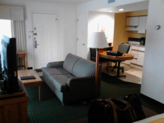 Hawthorn Suites by Wyndham Green Bay: Suite 813 - living area