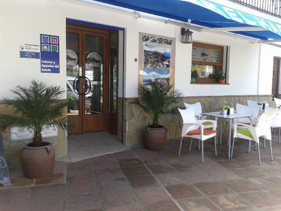 Cafe-Bar El Hacho: Nueva imagen de la fachada