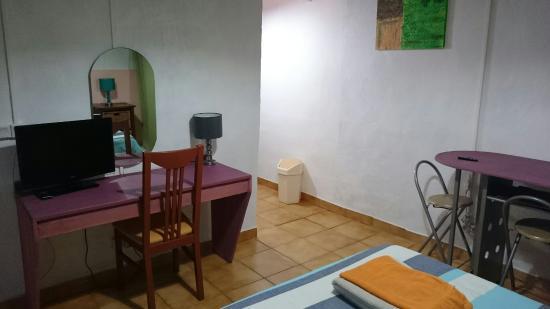 Le Medinilla: Chambre Avec Kitchenette (plaques Chauffantes,  Frigo,vaisselle) Avec Une