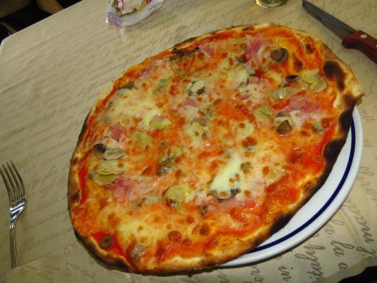 mozzarella salad picture of pizzeria santa lucia santa. Black Bedroom Furniture Sets. Home Design Ideas