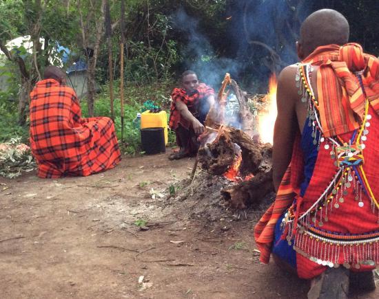 Maji Moto Maasai Cultural Camp : Night in the bushes