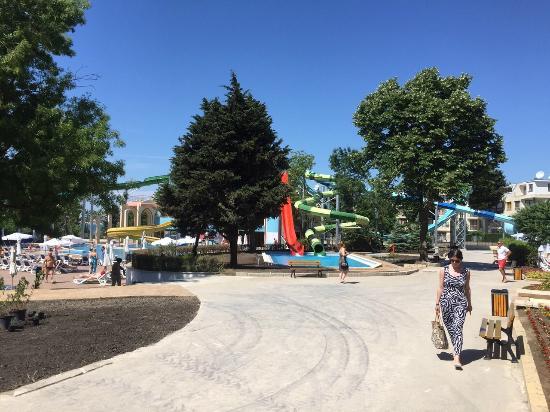 Sol Nessebar Palace: water slides 2
