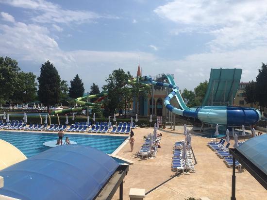 Sol Nessebar Palace: water slides