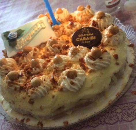 Gelateria Caraibi: Torta con nocciole, gelato alla Nutella e vaniglia antica... Strepitosa
