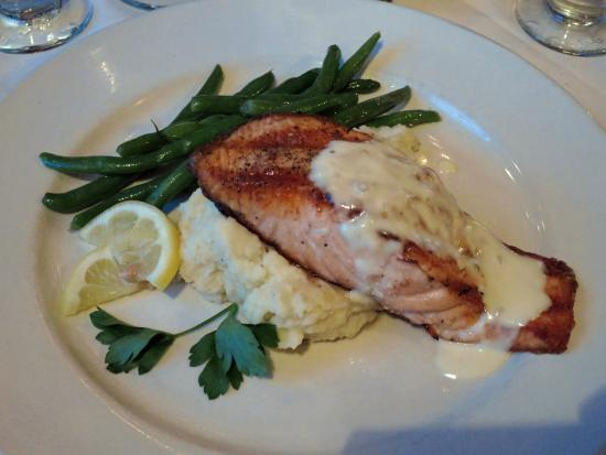 Canfield House Restaurant: Delicious Salmon