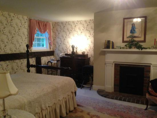 Aunt Louise's Lake House: The Lake View Suite