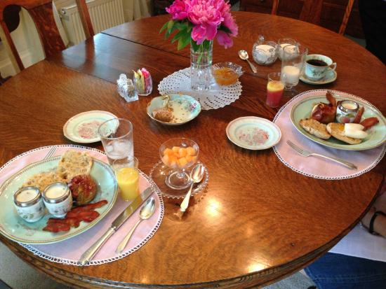 Aunt Louise's Lake House: An amazing breakfast partially underway.