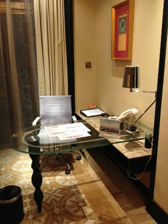 Jinjiang International Hotel: It's time to work!