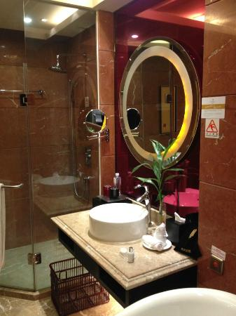 Jinjiang International Hotel: Bathroom 2