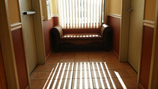 La Quinta Inn Radford: Sunny morning in the corridor