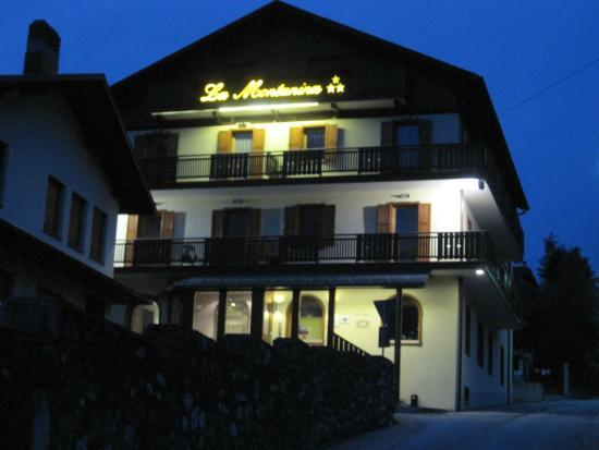 Hotel La Nuova Montanina : Veduta notturna dell'hotel